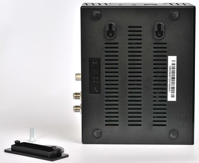 Нижняя сторона Openbox  S3 Mini HD имеет специальные выступы, которые одеваются на кронштейн.